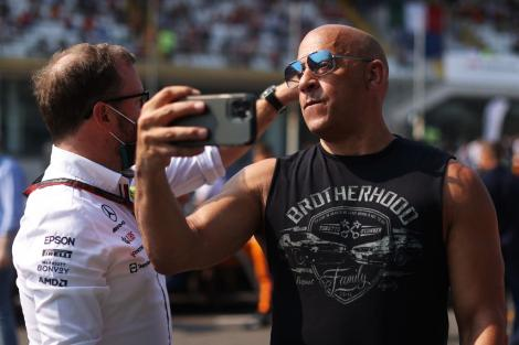 """Vin Diesel își bulversează fanii. Cum arată în cele mai recente poze după ce a surprins pe un iaht cu """"burtă și câteva kg în plus"""""""