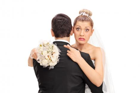 O mireasă a oferit 1.000 de dolari unui străin pentru a se asigura că soacra nu îi va strica nunta. Ce voia să îi facă femeii