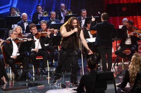"""X Factor 2021, 17 septembrie. Trooper și orchestra Metropolitană au făcut show grandios cu piesa """"Maturizare"""" a lui Tudor Gheorghe"""