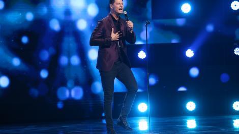 """X Factor 2021, 17 septembrie. Nick Casciaro a făcut show memorabil cu piesa """"Leave a Light On"""" a lui Tom Walker"""