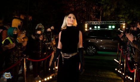 alexandra stan intr-o rochie neagra