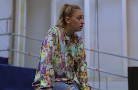 eXtra Factor 2021, episodul 1. Ilona Brezoianu prezintă cele mai amuzante momente din culisele X Factor sezonul 10