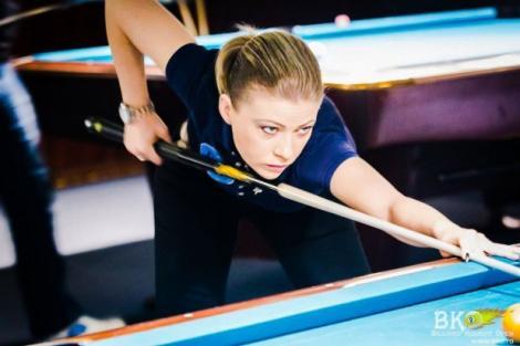 """Sonia Simionov, prezentatoarea show-ului """"Am ceva să-ți spun"""",  este campioană națională la biliard"""