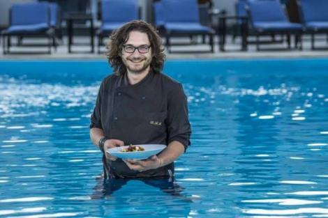 """Chef Scărlătescu se ţine de şotii. Surpriză de proporţii pentru Gina Pistol: """"S-a tuns Florin?"""""""