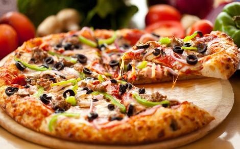 PIZZA, o ISTORIE NEȘTIUTĂ! Cum s-a inventat și DE CE BLATUL e mai GROS la MARGINE!