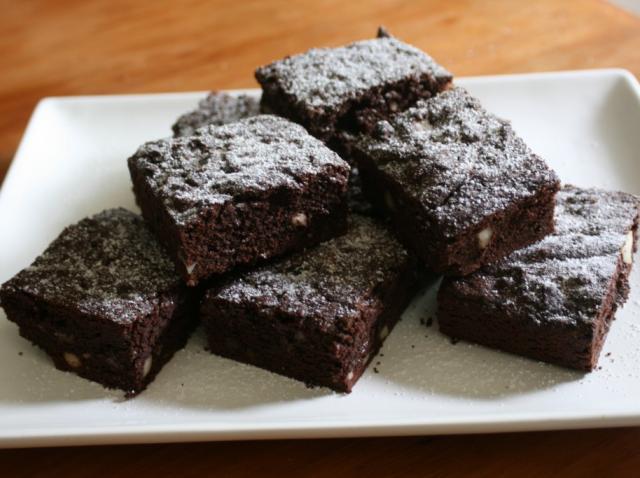 Brownies, o rețetă cu doar DOUĂ INGREDIENTE, gata în mai puțin de jumătate de oră! Chiar și copiii ar face astfel de negrese!