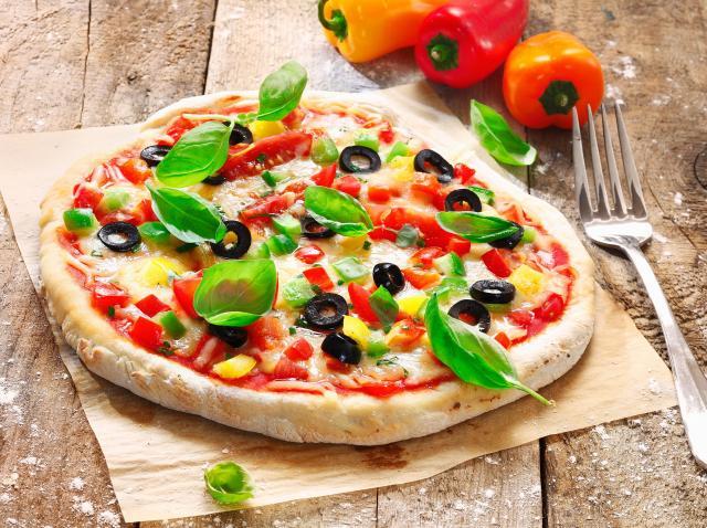Simplu și RAPID! Prepară aluatul de pizza PERFECT din numai 2 INGREDIENTE!