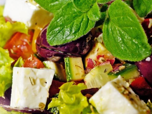 Vrei să slăbești? Chef Florin Scărlătescu te învață să prepari salata care te scapă de 15 kilograme