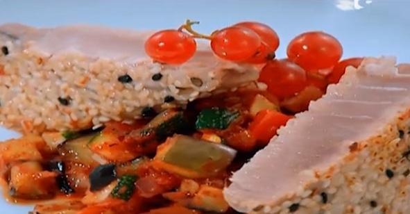 Ton roșu pe pat de legume preparat de Alexandru Ariton