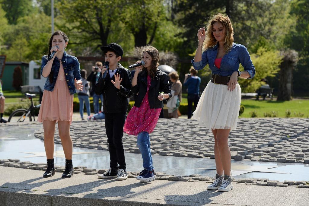 """Cea mai tare parodie a melodiei Lorei, Puişor, cântată în finala """"Junior Chef"""""""