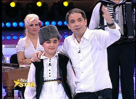 Emil, un băiețel talentat din Craiova, anunță că își caută familie