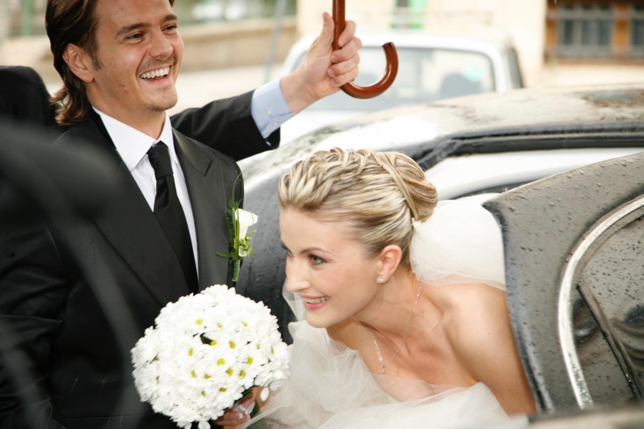 Galerie foto de basm! Mihai şi Elwira Petre, print şi prinţesă în ziua nunţii