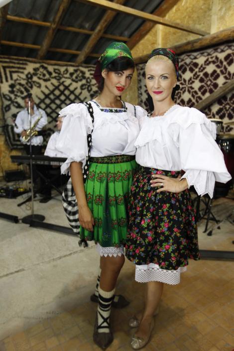 Galerie foto! Nicoleta Luciu şi Elwira Petre, cele mai frumoase maramureşence