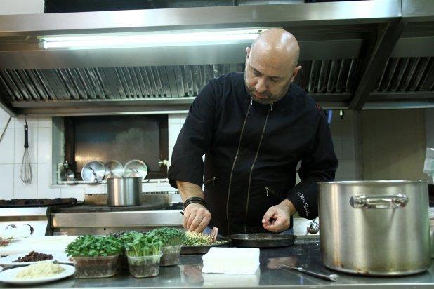 Chef Scărlătescu îşi spune secretele. Tartă cu ceapă, o rețetă cu puține ingrediente, dar efecte MAXIME!
