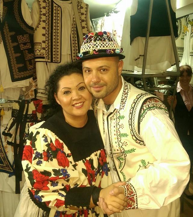 Minodora şi Mihai Mitoşeru, aşa cum nu i-ai mai văzut niciodată! Au atras toate privirile îmbrăcaţi în costume tradiţionale
