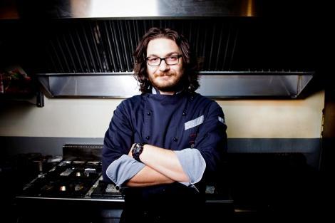 Chef Florin Dumitrescu, ajutorul de nădejde a lui Nea Mărin, ne învață să gătim paste carbonara