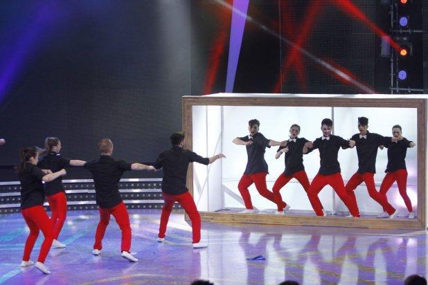 """Acesta este primul clip al trupei G-Buzz: Uite cum s-au filmat câştigătorii """"România Dansează""""!"""