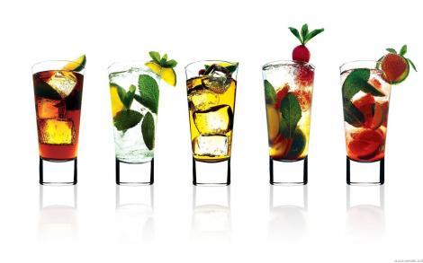 """Istoria cocktail-urilor! Cum s-au """"nascut"""" cele mai celebre bauturi"""
