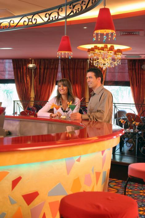 Bauturi servite in eprubete, la prima cafenea-farmacie din Brasov