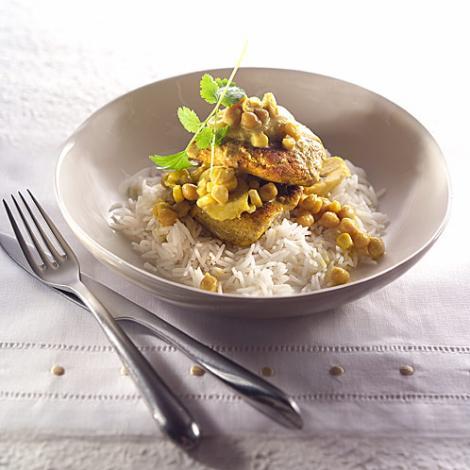 Curry de banane cu pulpe de pui crocante este preparatul lui Răzvan Cruceanu