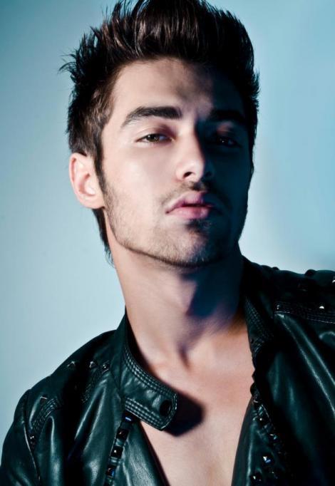 Iata-l pe Robert Pattinson de la X Factor!