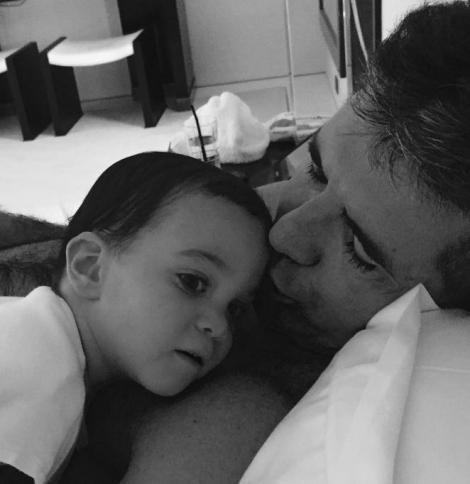 Adorabili! Vezi prima poză cu juratul X Factor Simon Cowell și băiețelul său de Ziua Tatălui!