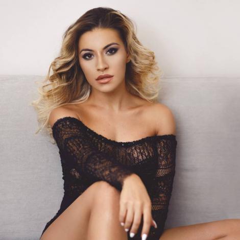 Nicoleta Nucă, mai sexy ca niciodată! Artista a afișat un decolteu răvășitor la un eveniment monden