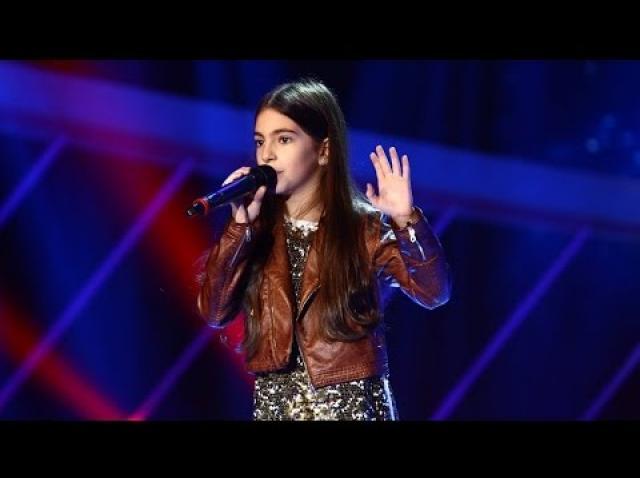 """PREMIERA NEXT STAR! Numărul opt i-a purtat mare noroc! În 2017, fenomenala Katia Cărbune a reușit imposibilul: a câștigat trofeul """"Next Star""""! Stela Popescu i-a dat premiul"""