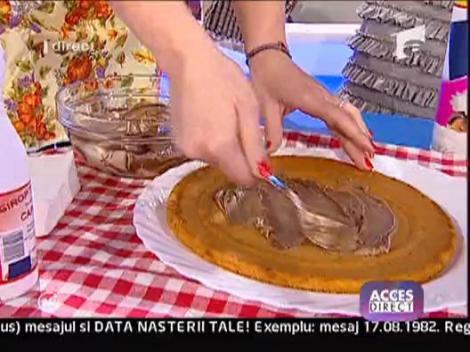 Gina Pistol orneaza un tort in direct