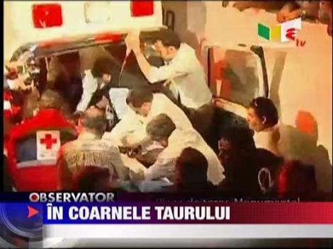 Toreador spaniol ranit de un taur IMAGINI SOCANTE