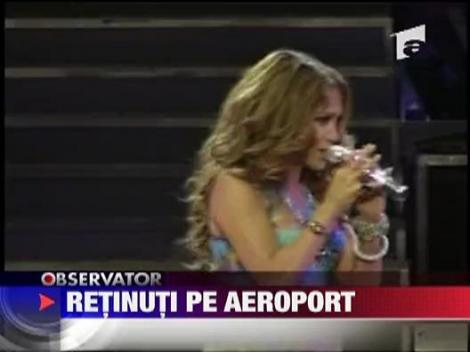 J Lo si Mark Anthony, retinuti pe aeroport