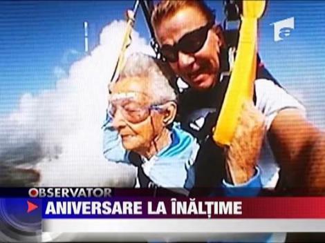 A sarit cu parapanta la.. 90 de ani!