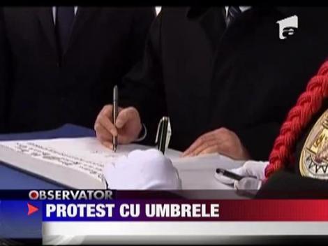 Protest cu umbrele in Franta, impotriva Chinei