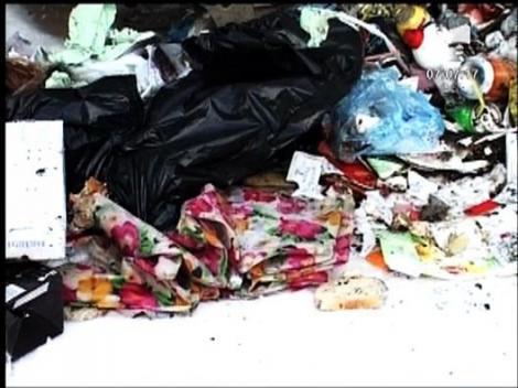 UPDATE / Bebelus gasit viu la gunoi