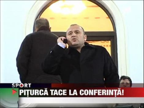 Victor Piturca tace la conferinta!