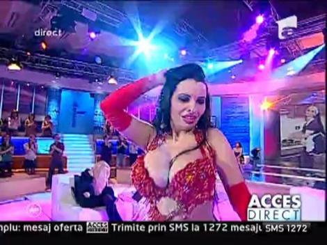 Mona danseaza din buric