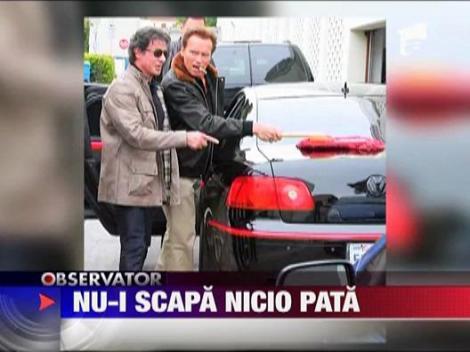 Arnold Schwarzenegger i-a spalat masina lui Sylvester Stallone