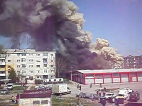 UPDATE! Incendiu puternic la un complex comercial din Calarasi