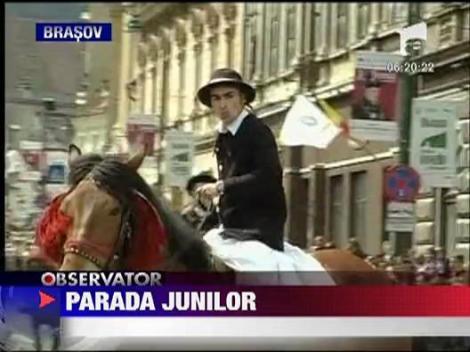 Mii de oameni, prezenti la parada junilor brasoveni