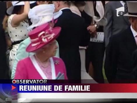 Familia regala britanica s-a reunit pe hipodrom