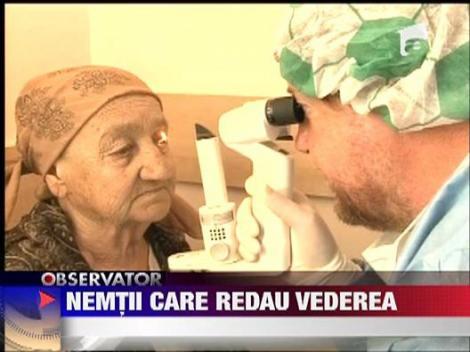Doi medici oftalmologi germani fac naveta de la Munchen la Deva