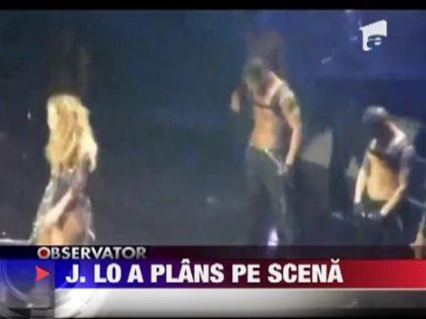 Jennifer Lopez a plans pe scena cand a cantat o melodie de dragoste