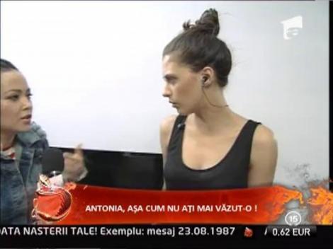 Antonia gateste in apartamentul ZU