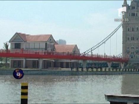 Chinezii au construit o replica a Podului Londrei