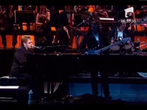 Elton John, medaliat pentru lupta impotriva regimului comunist din Polonia