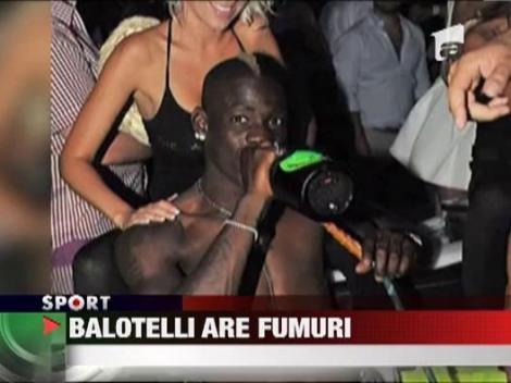 Balotelli isi face de cap la Saint Tropez!