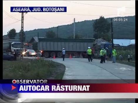 Autocar rasturnat in Botosani. Patru oameni au ajuns la spital