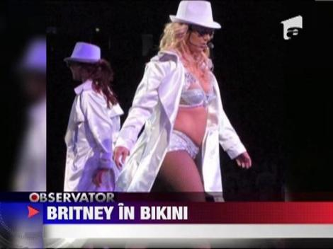 Vezi ce sexy este Britney Spears in bikini!
