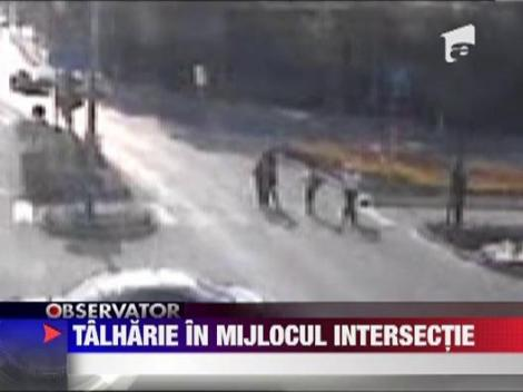 Slatina: O femeie a fost talharita in mijlocul unei intersectii