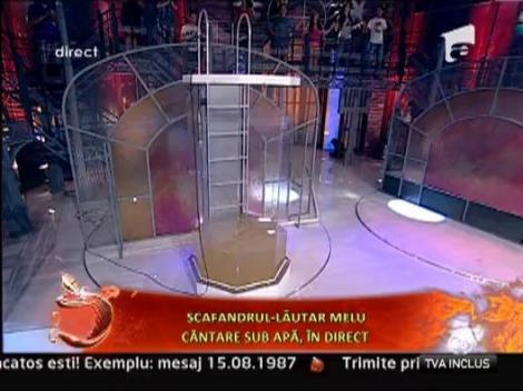 Lautarul scafandru Melu canta la Un show pacatos
